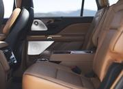 The New Lincoln Aviator Offers Third-Row Seating, Advanced Technology - image 806654
