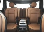The New Lincoln Aviator Offers Third-Row Seating, Advanced Technology - image 806655