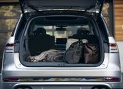 The New Lincoln Aviator Offers Third-Row Seating, Advanced Technology - image 806657