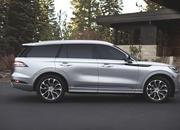 The New Lincoln Aviator Offers Third-Row Seating, Advanced Technology - image 806663