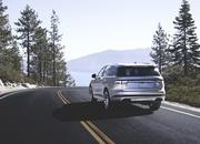 The New Lincoln Aviator Offers Third-Row Seating, Advanced Technology - image 806667