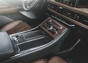 The New Lincoln Aviator Offers Third-Row Seating, Advanced Technology - image 806671