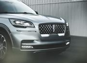 The New Lincoln Aviator Offers Third-Row Seating, Advanced Technology - image 806675