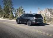 The New Lincoln Aviator Offers Third-Row Seating, Advanced Technology - image 806681