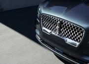 The New Lincoln Aviator Offers Third-Row Seating, Advanced Technology - image 806645