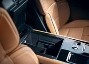 The New Lincoln Aviator Offers Third-Row Seating, Advanced Technology - image 806646