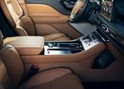 The New Lincoln Aviator Offers Third-Row Seating, Advanced Technology - image 806647
