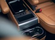 The New Lincoln Aviator Offers Third-Row Seating, Advanced Technology - image 806648