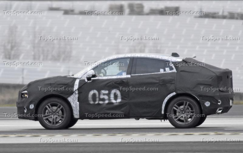 2020 Lynk & Co 01 Coupe