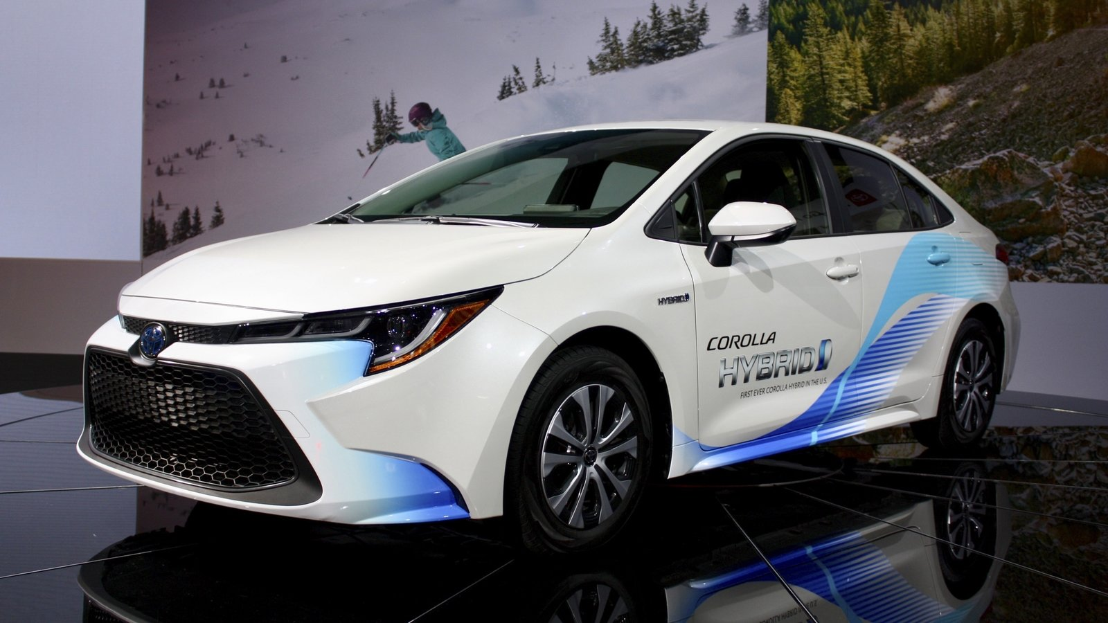 Toyota Corolla Mpg >> The 2020 Toyota Corolla Hybrid Gives You Prius Fuel Economy Without The Weird Hatchback Design ...