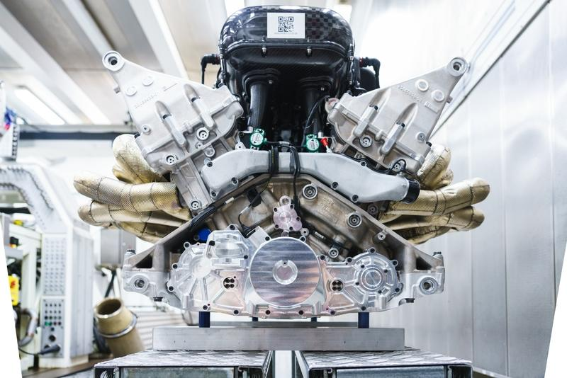 Get Familiar With the 11,100-RPM Cosworth V-12 Out of the Aston Martin Valkyrie