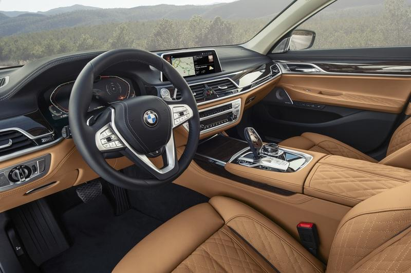 The 2020 BMW 7 Series Is A Bavarian Tech Fest Interior - image 815749