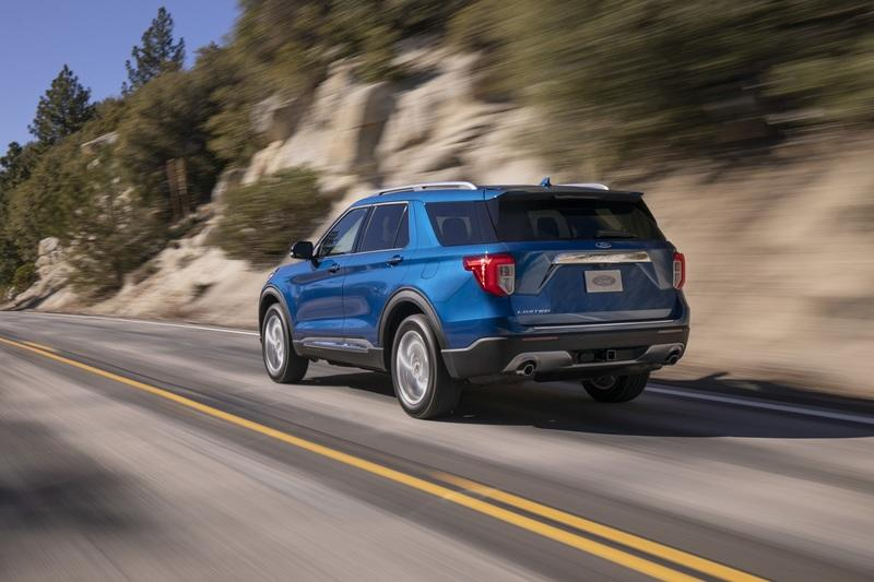 2020 Ford Explorer vs 2019 Dodge Durango - image 813357