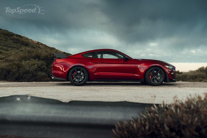 The $18,500 Carbon Fiber Track Pack Makes the Mustang Shelby GT500 Slower - image 814264