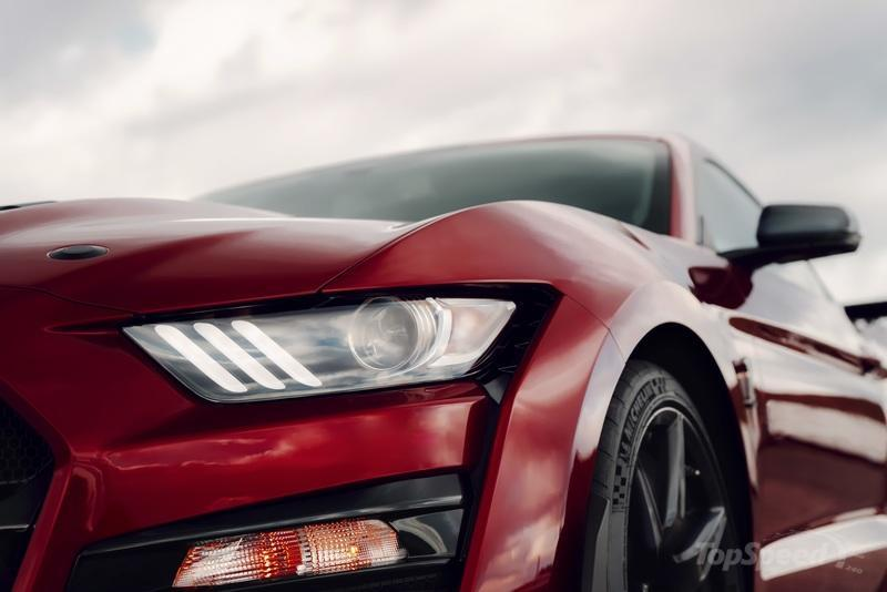 The $18,500 Carbon Fiber Track Pack Makes the Mustang Shelby GT500 Slower - image 814238