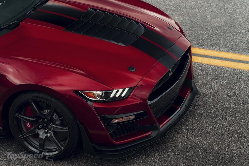 The $18,500 Carbon Fiber Track Pack Makes the Mustang Shelby GT500 Slower - image 814239