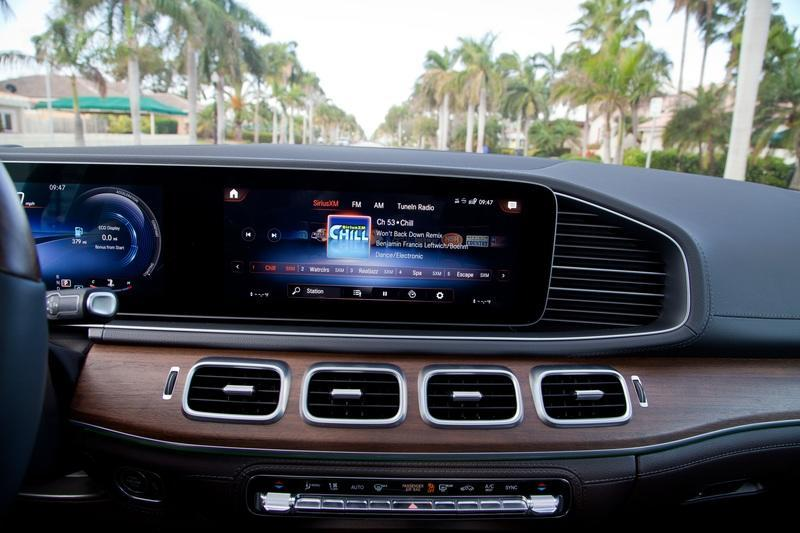 The 2020 Mercedes-Benz GLE 350's Infotainment System Has Countless Options and the Digital Instrument Cluster is Just as Good - image 819299