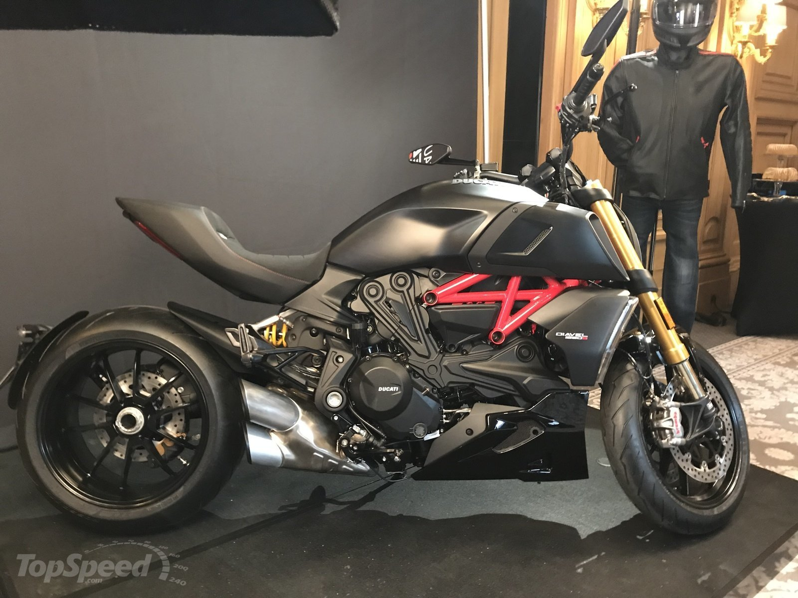 ducati diavel 1260 s media reveal top speed. Black Bedroom Furniture Sets. Home Design Ideas