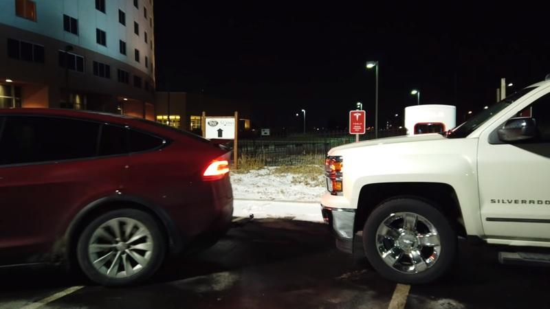 Tesla Owner Has a Simple Solution for Truck Owners That Like to Block Superchargers - image 812971