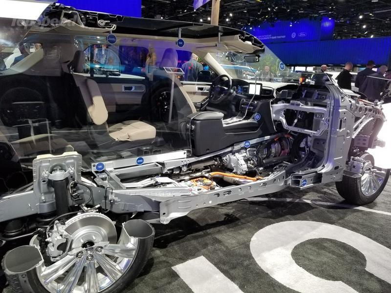 The 2020 Ford Explorer Hybrid Features a Weird Drivetrain Layout - image 815556