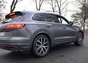 Watch Someone Put the 2019 Volkswagen Touareg R-Line Diesel to the Test - image 811917