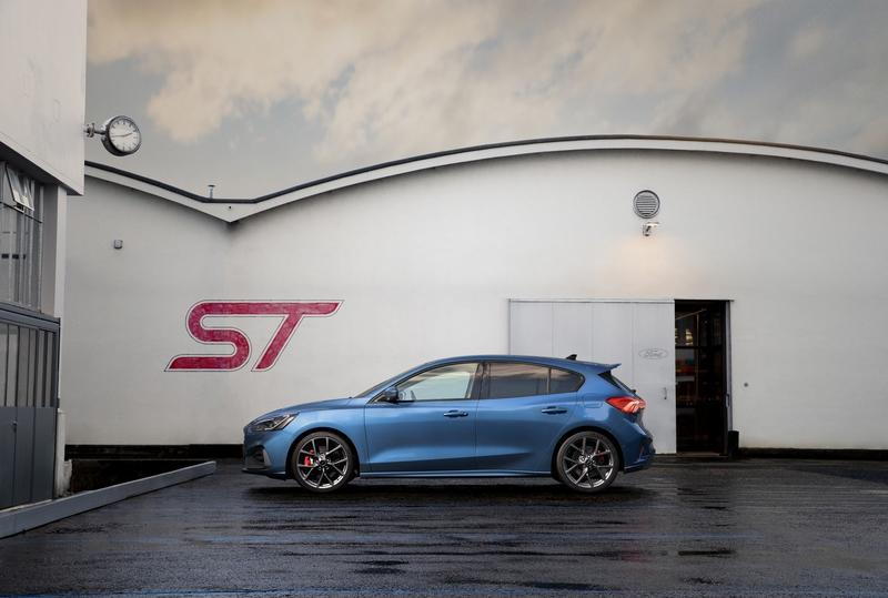 Ford Actually Believes That the Focus ST Is Better Than the Volkswagen Golf GTI