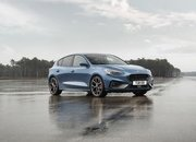 Ford Actually Believes That the Focus ST Is Better Than the Volkswagen Golf GTI - image 823436