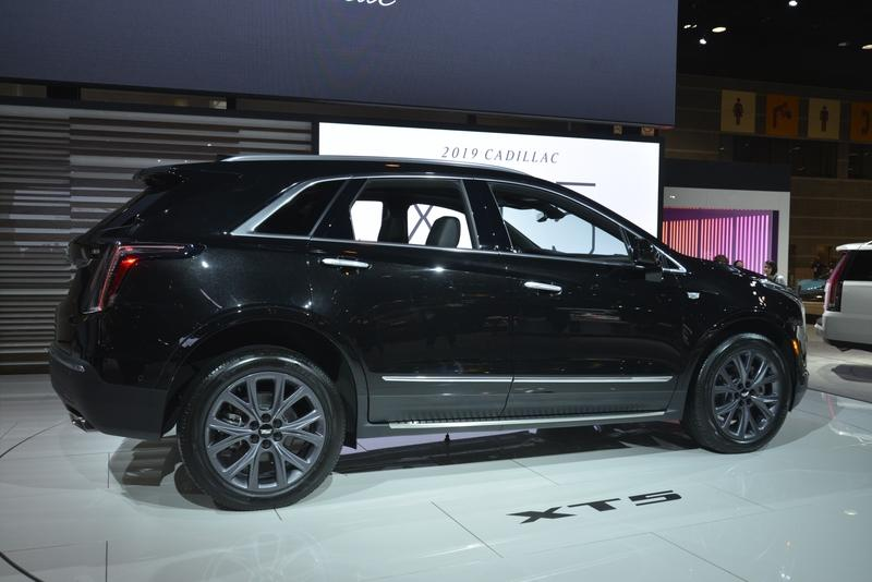 Cadillac XT5 Goes Dark as Part of New Sport Package - image 820813