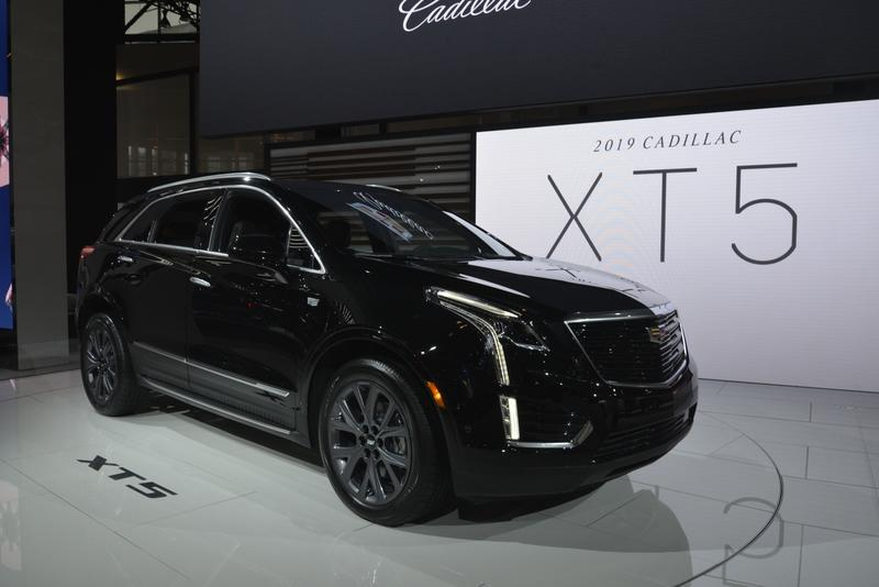 Cadillac XT5 Goes Dark as Part of New Sport Package - image 820814