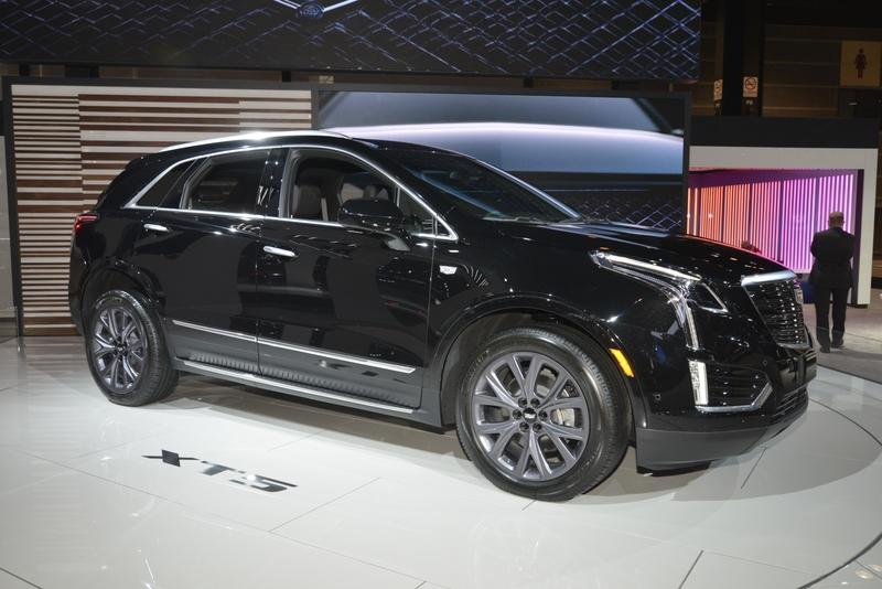 Cadillac XT5 Goes Dark as Part of New Sport Package