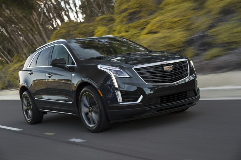 Cadillac XT5 Goes Dark as Part of New Sport Package - image 820812