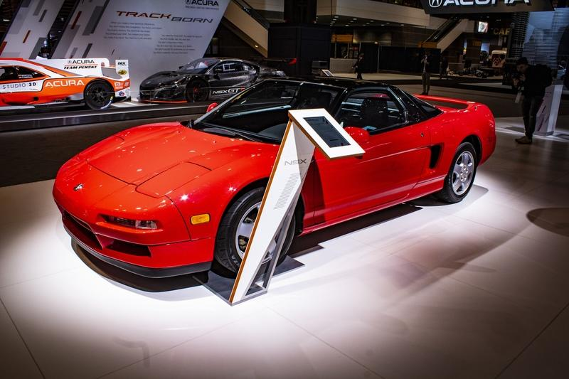 The 1990 Acura NSX Showed up to the Chicago Auto Show to Celebrate its 30th Anniversary Next to the 2019 Acura NSX
