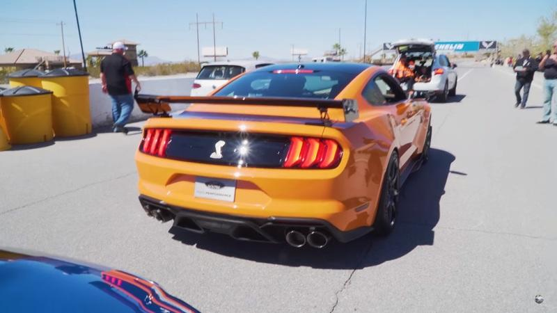2020 Ford Mustang Shelby GT500 Revs and Prowls the Streets of Las Vegas: Video