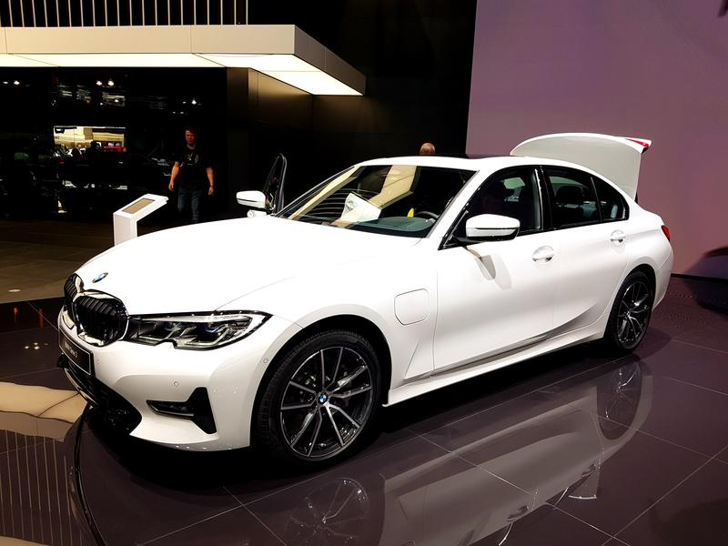 2019 BMW 330e PHEV arrives in Geneva to Ween Europe off Diesel Cars - image 828304