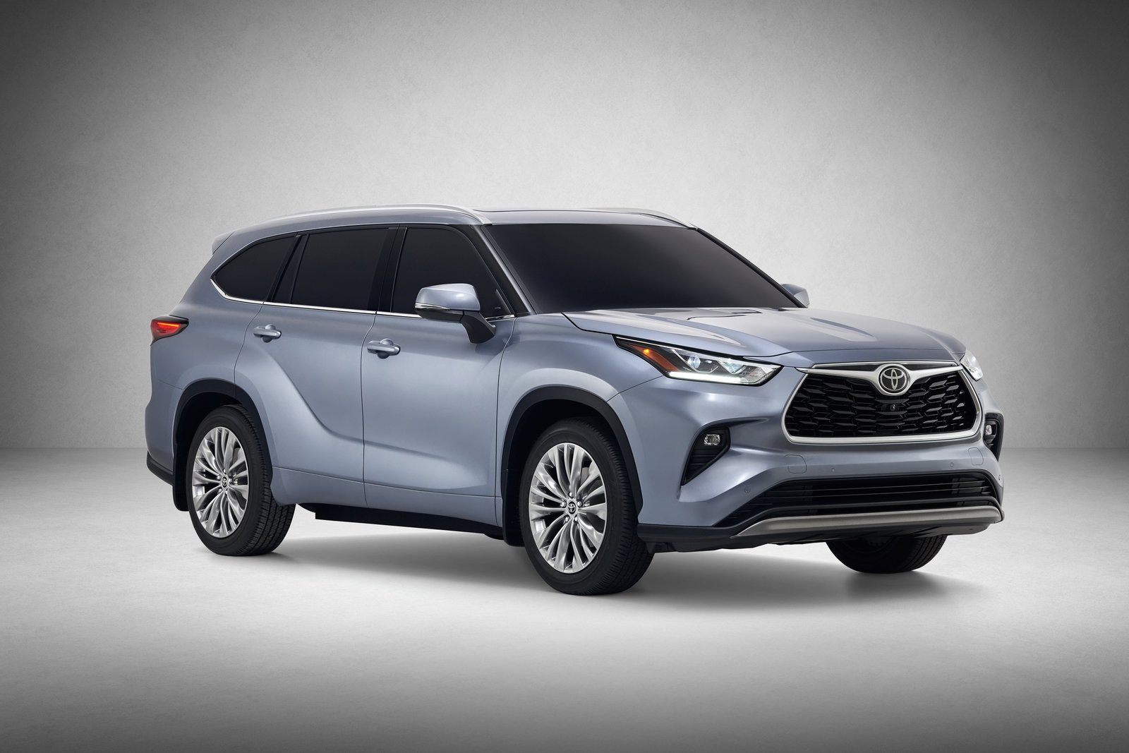 the 2020 toyota highlander debuts with an all-new look and