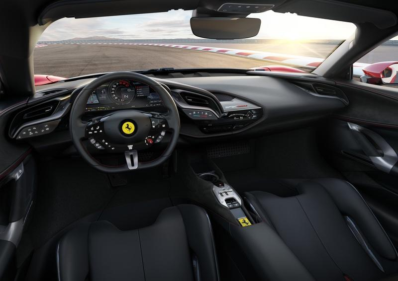 Ferrari Hybrid Showdown: SF90 Stradale vs LaFerrari - image 842147