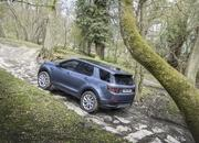 Land Rover finally updates the old Discovery Sport, add new tech and sporty features - image 840303