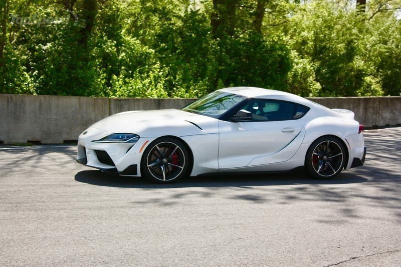 If You're Thinking of Leasing a 2020 Toyota Supra, You Might Want to Consider the 2020 BMW Z4 Instead