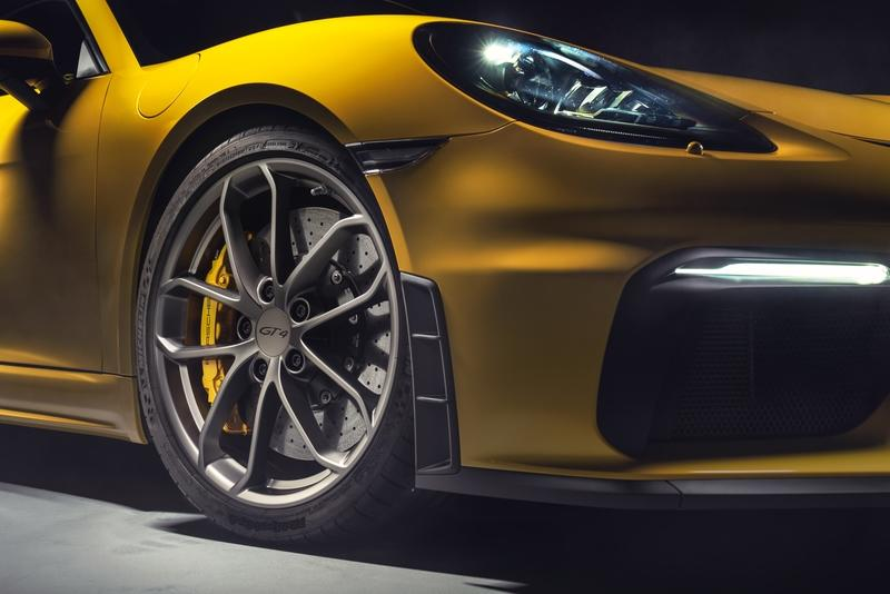 2020 Porsche 718 GT4 and 2020 Porsche 718 Spyder Quirks and Features - image 845491