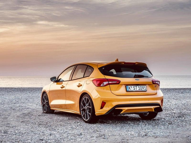 Ford Actually Believes That the Focus ST Is Better Than the Volkswagen Golf GTI - image 849348