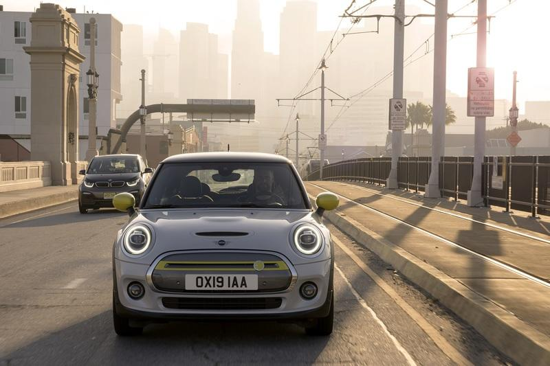 Mini Announces the All-Electric Cooper SE and It's Already Irrelevant