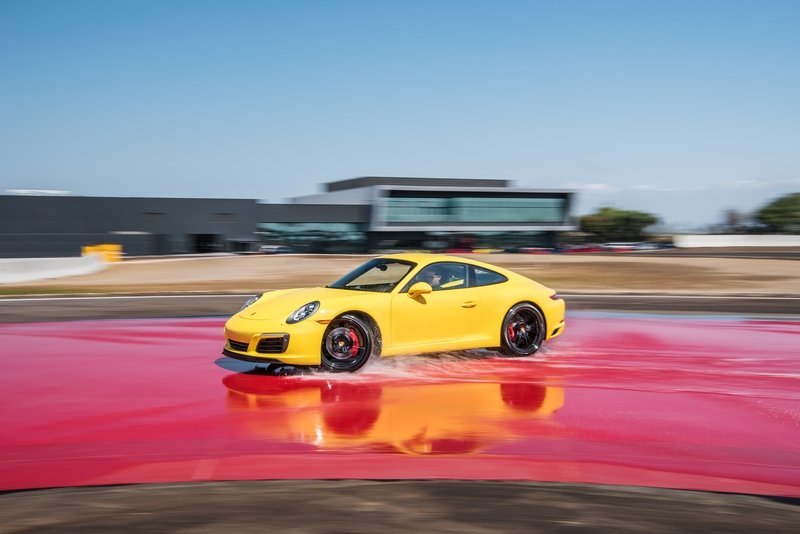 Your Full Guide To The Porsche Driving Experience Courses