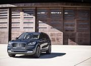 The Lincoln Aviator Hybrid Is More Powerful than the Chevrolet C8 Corvette - image 855740