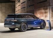 The Lincoln Aviator Hybrid Is More Powerful than the Chevrolet C8 Corvette - image 855742