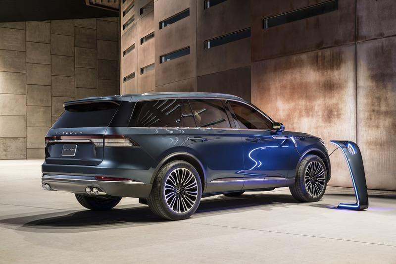 The Lincoln Aviator Hybrid Is More Powerful than the Chevrolet C8 Corvette