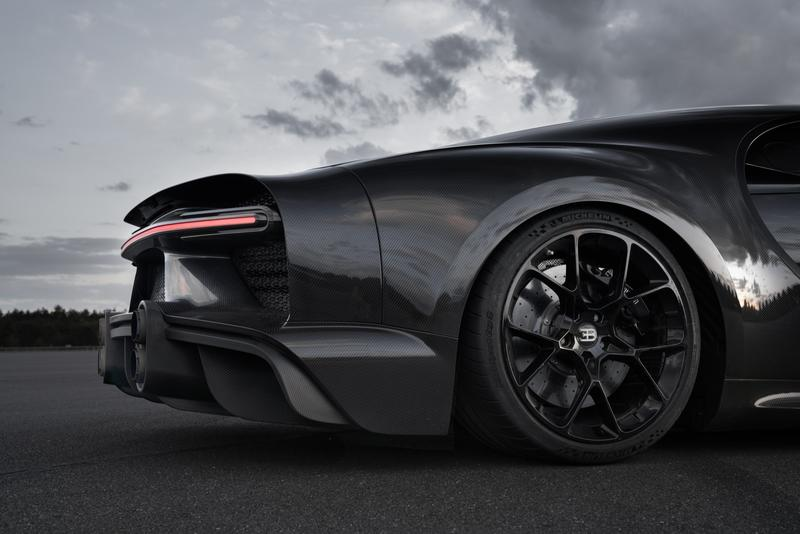 The Bugatti Chiron Has Officially Broken 300 MPH, But It's Not a Production Model - image 858740