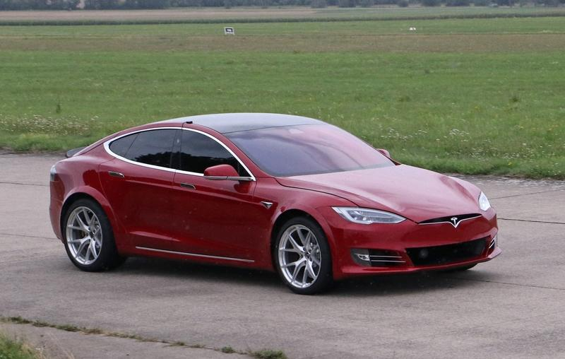 Here's That Video of the Tesla Model S Tearing Up Laguna Seca - Is Another Record Attempt Coming? Exterior Spyshots - image 861638