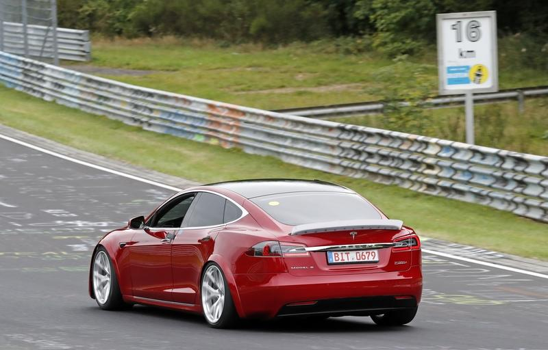 Here's That Video of the Tesla Model S Tearing Up Laguna Seca - Is Another Record Attempt Coming? Exterior Spyshots - image 861624