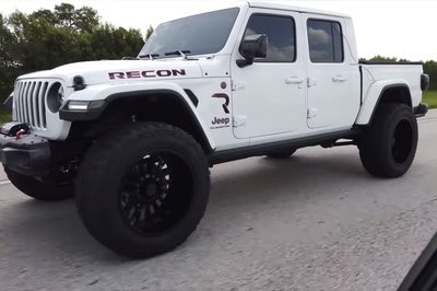 Someone Swapped a Hellcat Engine Into a Jeep Gladiator and It's Downright Amazing