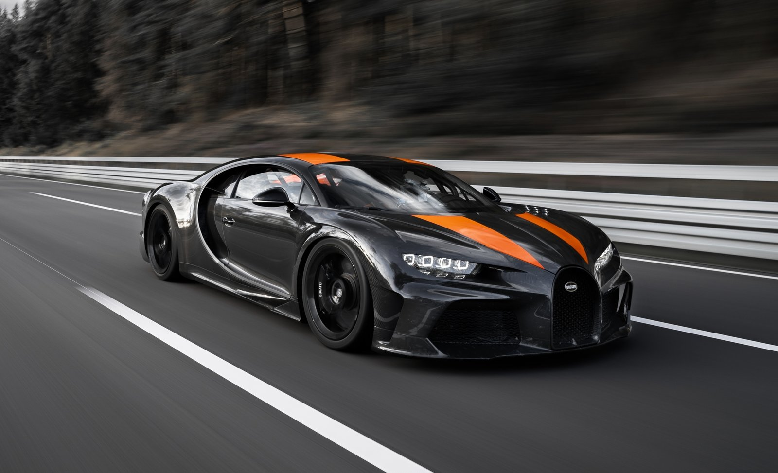 The Bugatti Chiron Has Officially Broken 300 Mph But It S